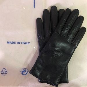 Soft leather and cashmere lines gloves size 6.5
